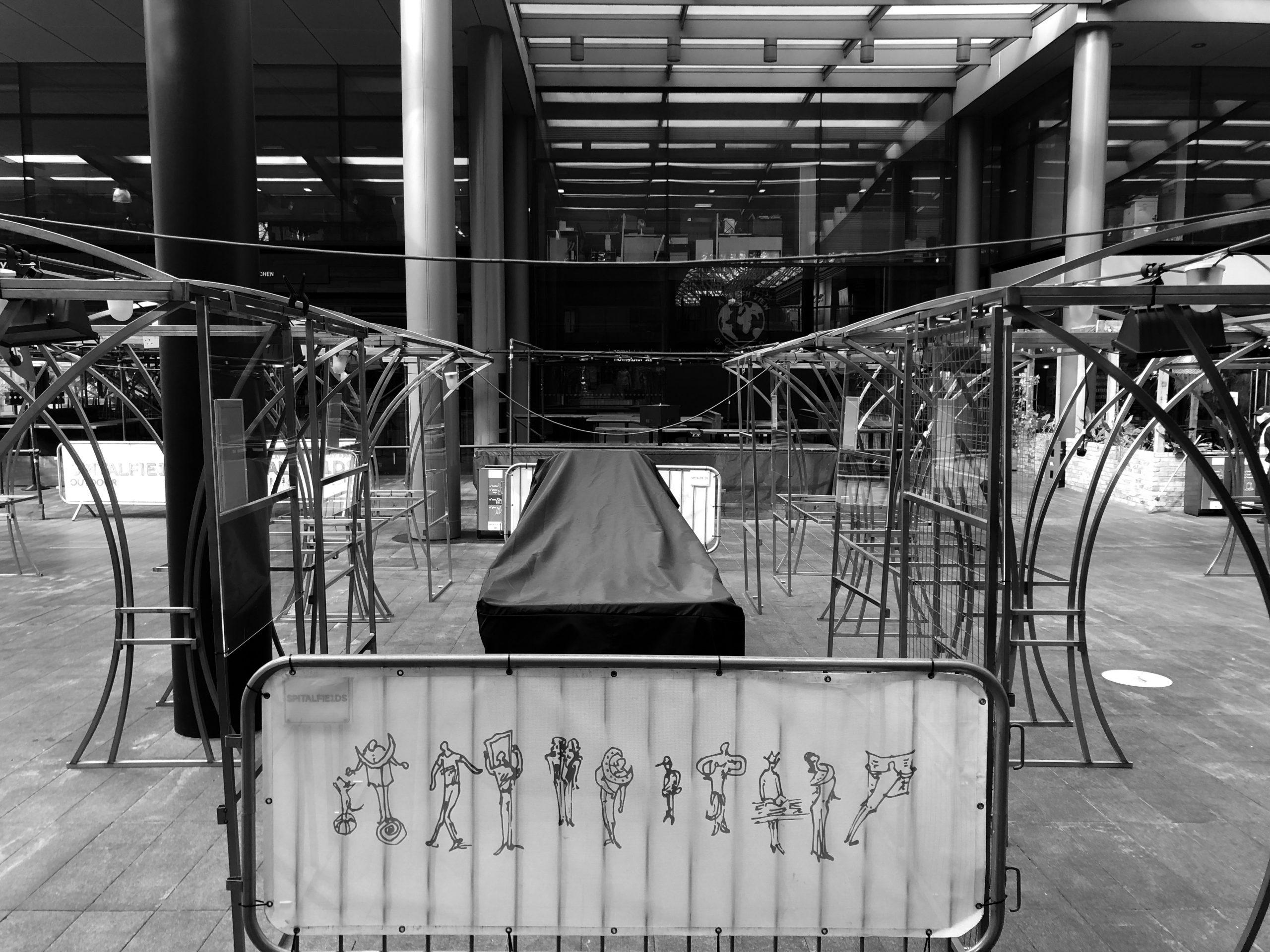 Il mercato coperto di Spietalfields vuoto durante il lockdown