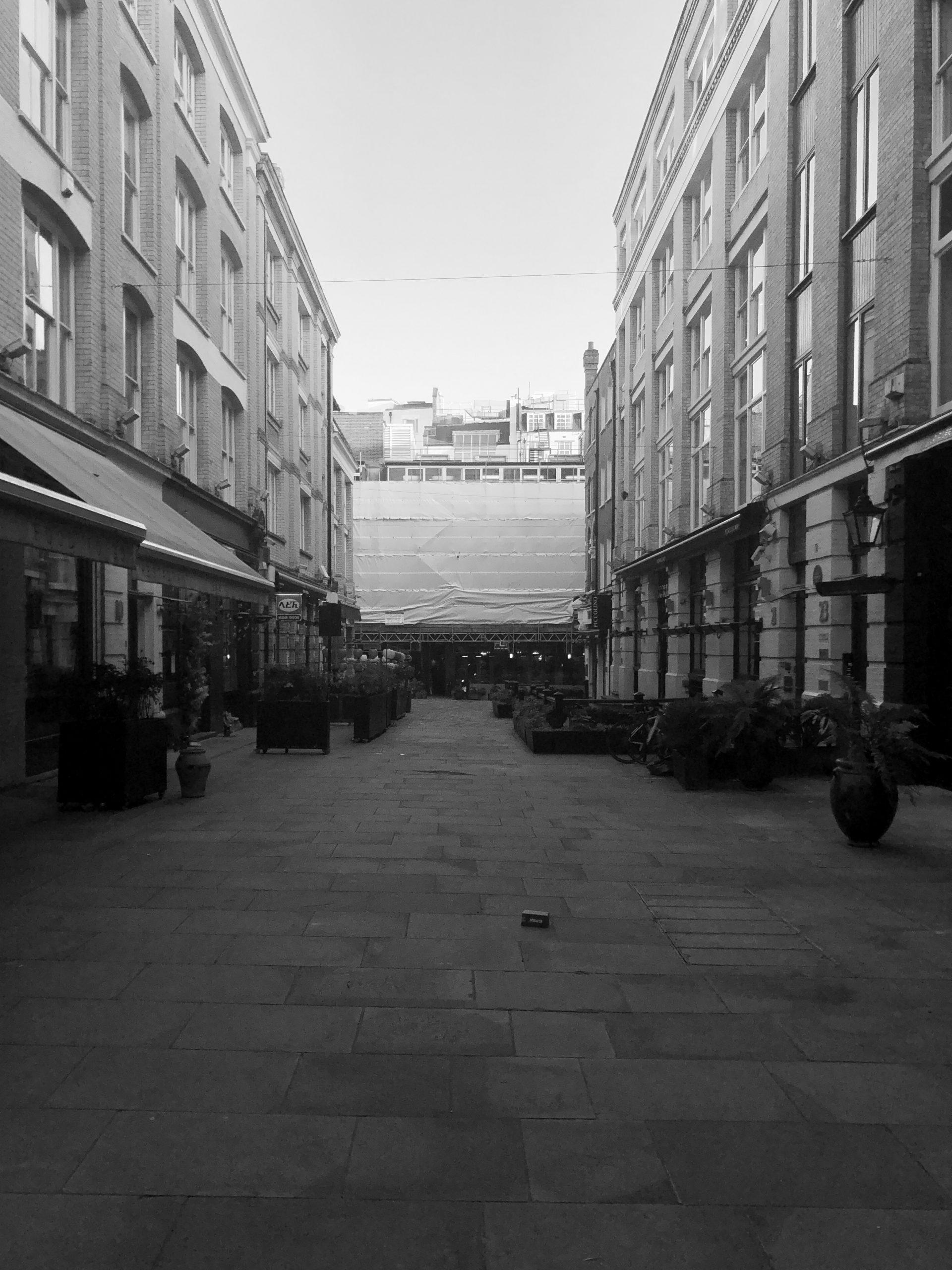 Covent Garden desolatamente vuota durante il lockdown